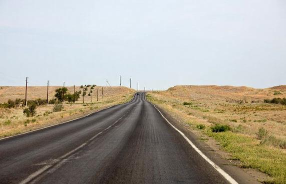 Дорога в степи. Астраханская область