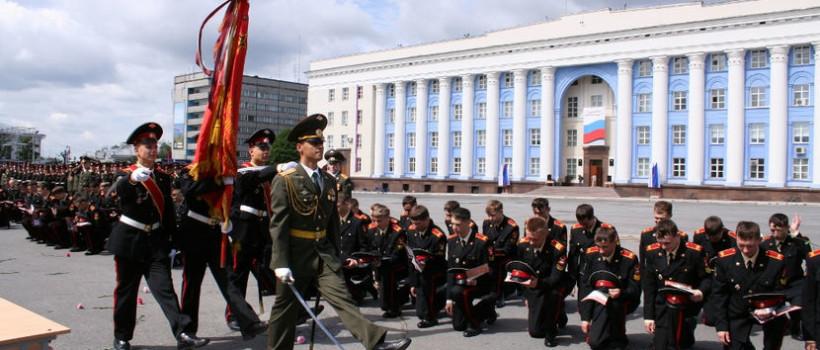 Выпуск суворовцев на площади Твери